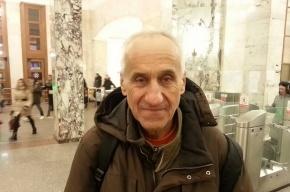 Пропутинцы из движения SERB напали у стен Кремля на 75-летнего оппозиционера