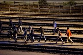 Толпа беженцев пыталась прорваться в Великобританию через тоннель под Ла-Маншем, движение встало
