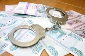 Дознавателя ФСКН в Петербурге подозревают в получении взятки в 30 тыс. рублей
