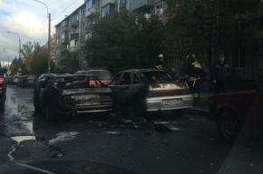 Иномарка и отечественный автомобиль сгорели на проспекте Гагарина