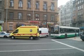 Пьяную женщину-пешехода сбил автобус на Кирочной
