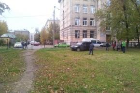Школу №133 в Петербурге эвакуировали из-за обнаружения тротиловых шашек