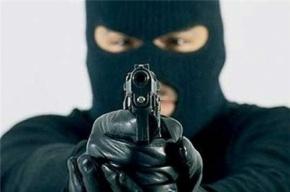 Грабитель с пистолетом выгреб 25 тыс. руб из кассы