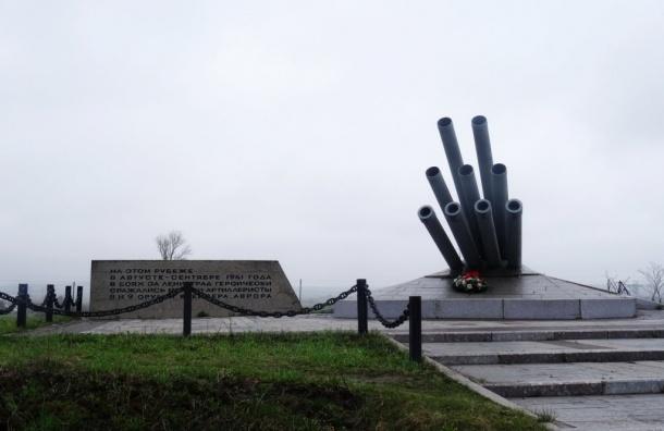 Памятник морякам «Авроры» и мемориал защитникам Ленинграда передадут в госсобственность
