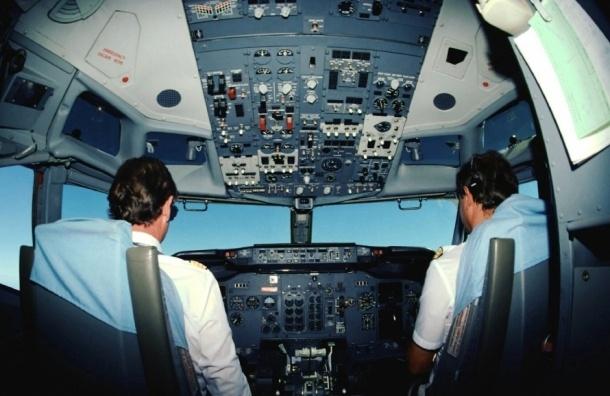 Пассажир самолета в Пулково вынудил экипаж лайнера пройти проверку на алкоголь