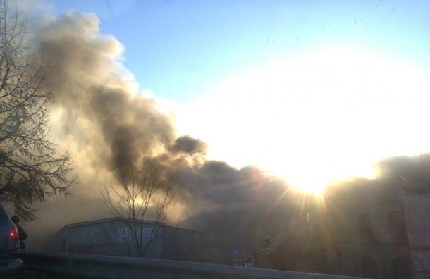 Красносельский бумажный комбинат горит в Петербурге