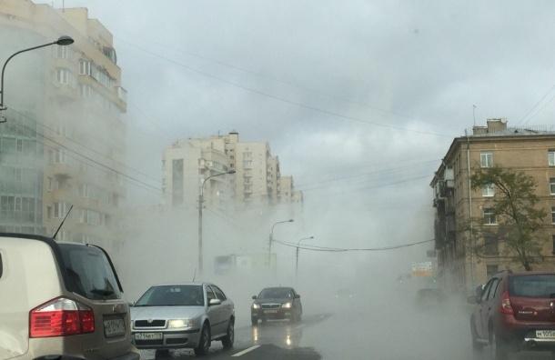 Бассейн с водой разлился на Кузнецовской улице