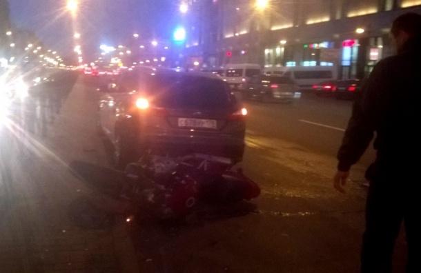 Мотоциклиста сбили возле