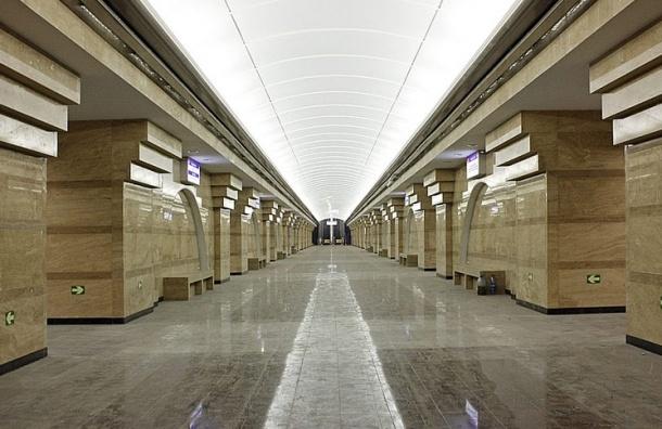 Поезда «оранжевой ветки» идут от «Спасской» до «Площади Александра Невского»