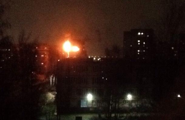 Сильный пожар произошел на Придорожной аллее
