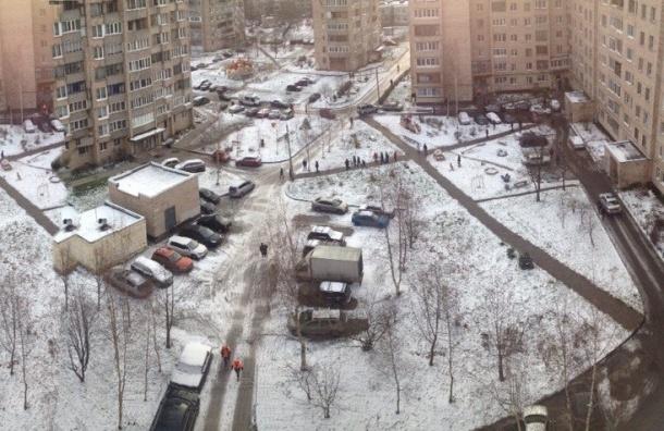 СВУ в шахте лифта стала причиной эвакуации жильцов в Металлострое