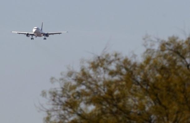 Самолет А319 экстренно сел в Хабаровске из-за трещины на стекле