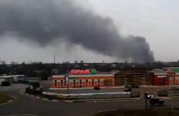Турецкий завод загорелся в Тихвине, обрушилась кровля