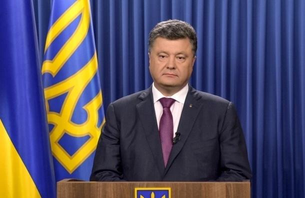 Порошенко предлагает прекратить грузовое сообщение с Крымом