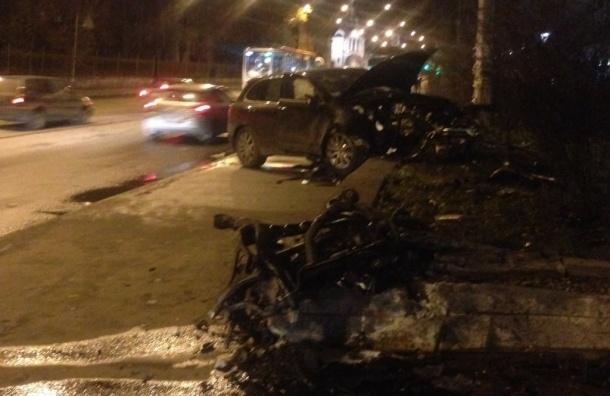 Двигатель вырвало из «Порш» в аварии на Старо-Петергофском проспекте