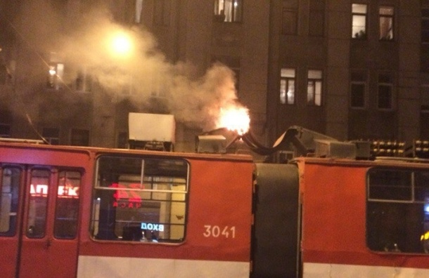 «Рога» трамвая загорелись на Куйбышева