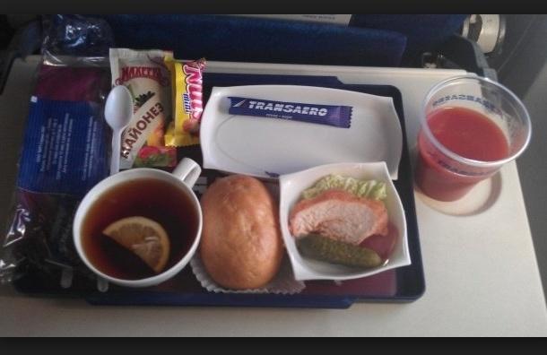 «Трансаэро» отсудила деньги за статью о плохой еде на борту