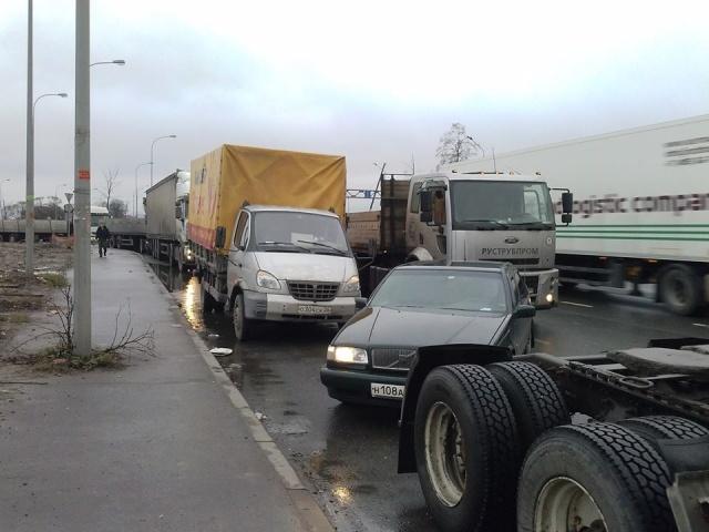 """Акция протеста водителей грузовиков """"Улитка"""": Фото"""