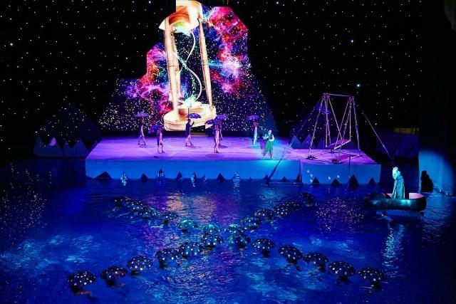 """Новогоднее водное шоу в Петербурге """"Спасти северное сияние"""": Фото"""