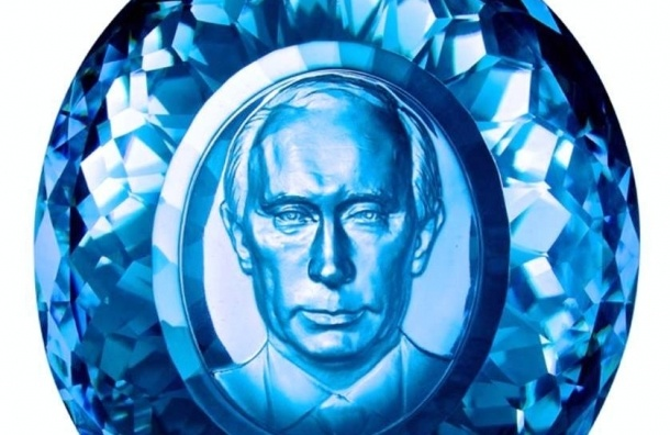 Академик РАЕН создал портрет Путина в сапфире