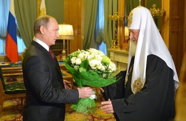 Путин поздравил Кирилла букетом