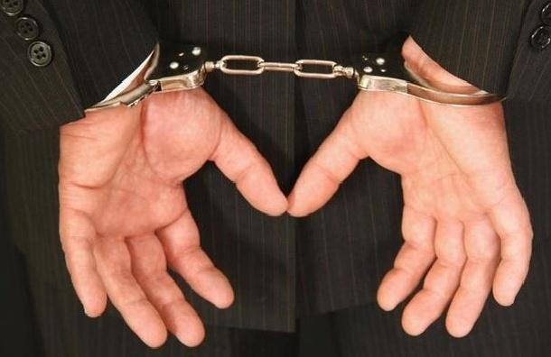Полицейского, которого обвиняют в убийстве местного жителя, арестовали