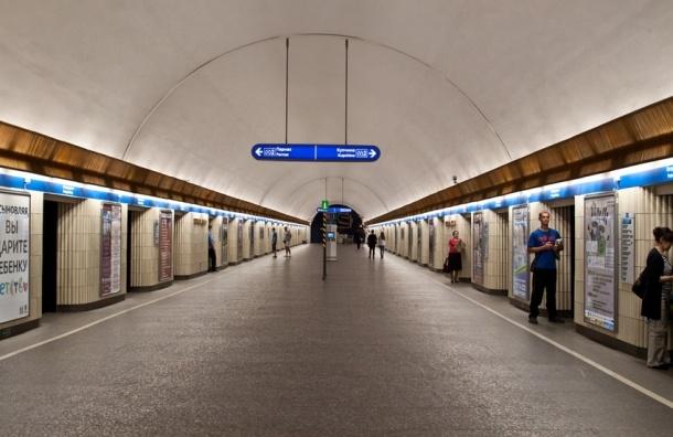 «Петроградскую» закрыли из-за бесхозной сумки