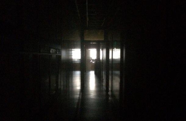 Свет вновь отключили в пяти районах Петербурга утром 6 ноября