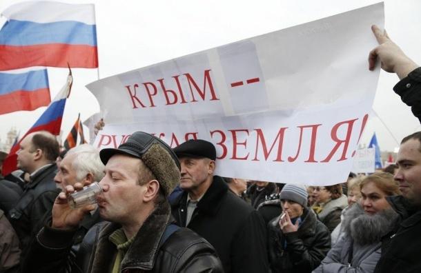 «Крымнаш»: 52% россиян считают это выражение «символом торжества и гордости»