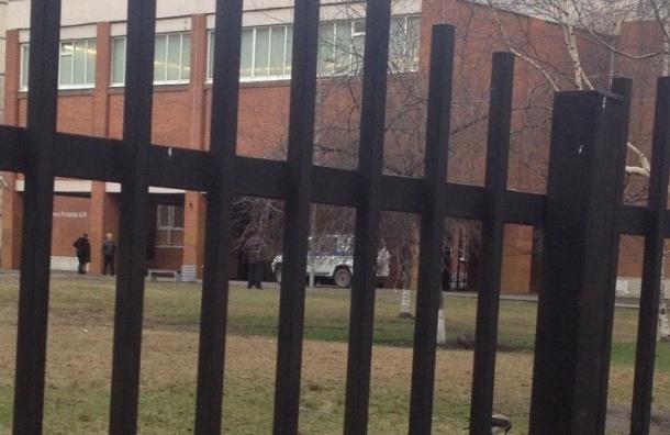 Школу на Казакова эвакуировали из-за бесхозного чемодана