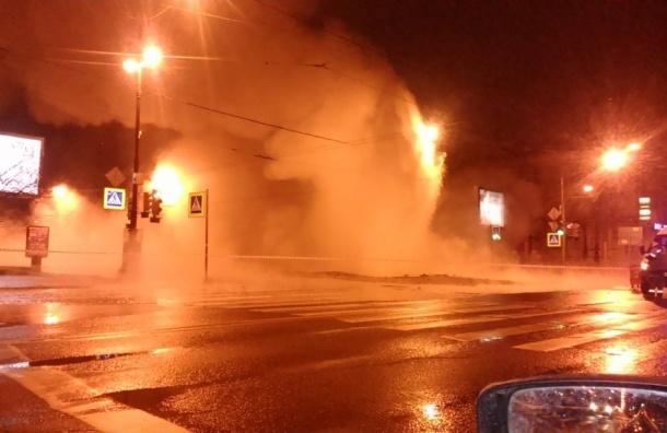 Трубу прорвало утром в Василеостровском районе