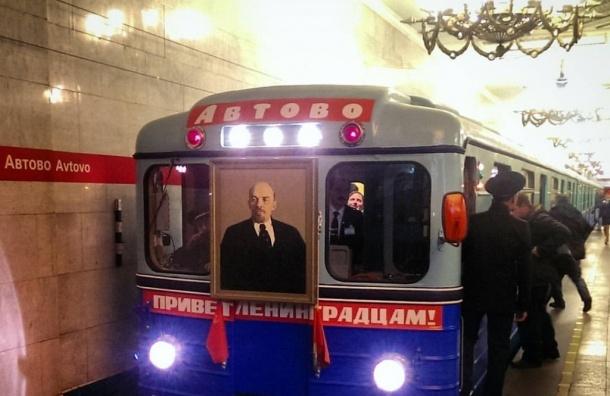 Ретро-поезд пустили в петербургском метро