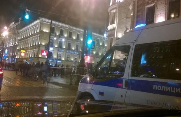 KFC на Невском оцепили из-за бесхозной коробки