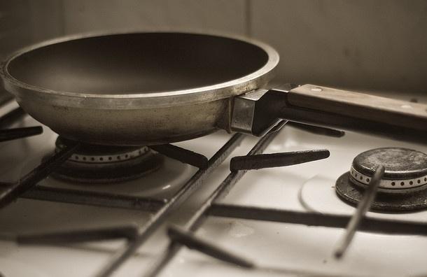 Пьяный собутыльник до смерти забил знакомого сковородой