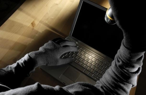 Школьник украл ноутбук из кофейни на улице Маяковского