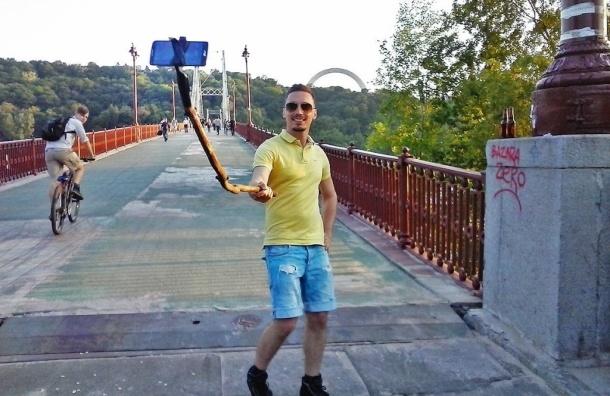 Москвичей научат отбиваться от хулиганов селфи-палкой