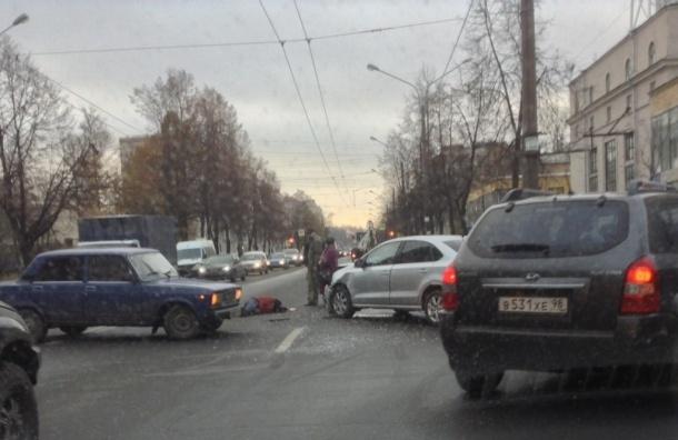 Водителя забирала реанимация в аварии на проспекте Металлистов