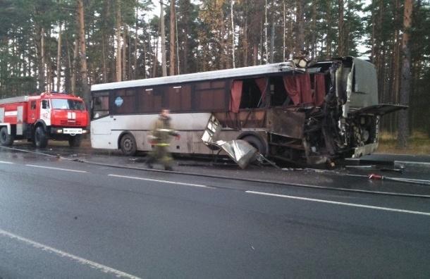 Грузовой автомобиль врезался в автобус с людьми в Приозерске