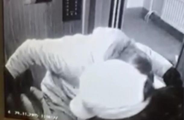 СМИ опубликовали видео нападения на активиста Холодова