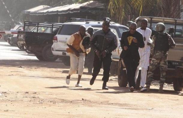 Террористы отпустили из отеля в Мали заложников, процитировавших Коран
