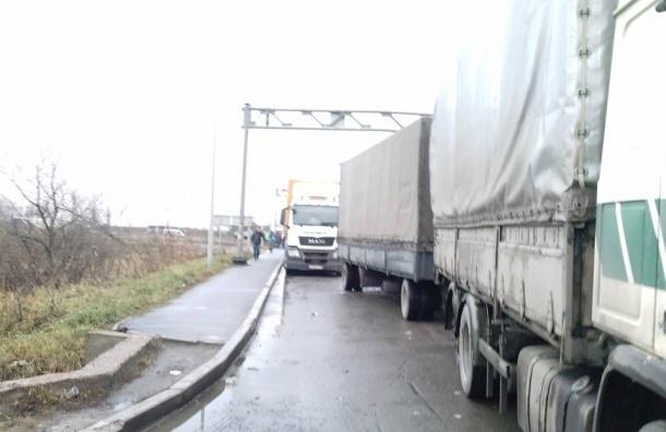 Акция протеста водителей грузовиков собрала в Петербурге почти сотню машин