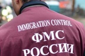 Мигранты надели наручники на сотрудника петербургского ФМС и пытались его задушить