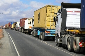 Акцию «Улитка» начинают водители грузовиков в Петербурге