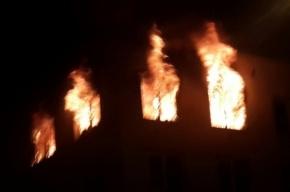 Трехкомнатная квартира взорвалась и сгорела в Петербурге