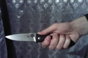 Мужчина набросился с ножом на женщину в доме на проспекте Обуховской обороны