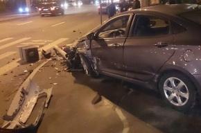 Светофор сбили на Ленинском проспекте