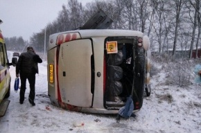 Автобус перевернулся возле поселка Романовка, есть пострадавшие