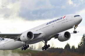 Самолет из Парижа аварийно сел в Пулково