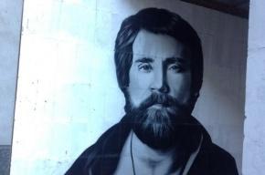 Огромный портрет Высоцкого появился на Московском проспекте