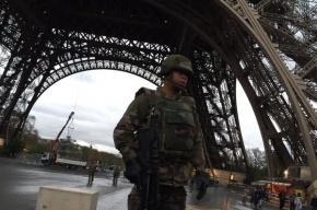 Людей возле Эйфелевой башни эвакуировали из-за угрозы взрыва